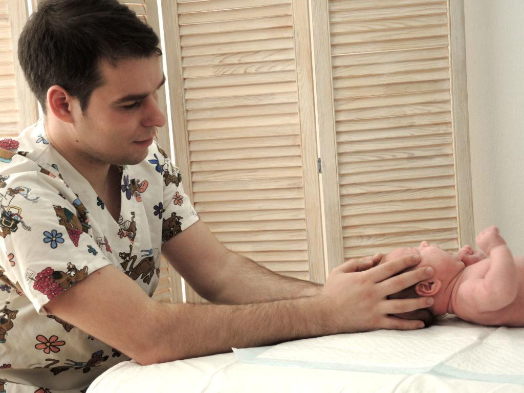 Детский остеопат в Санкт-Петербурге Богданов Сергей Владимирович на Васильевском острове Неонатус Санус
